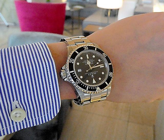 「吃音」の連載に登場した男性が、祖母から成人祝いに贈られた腕時計=大阪市内