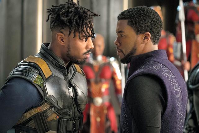 映画「ブラックパンサー」から、チャドウィック・ボーズマン(右)とマイケル・B・ジョーダン (C)2018 MARVEL