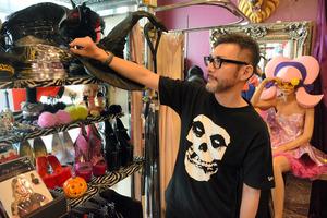 コスプレ衣装店「VFTQ」のオーナー石一さん。店内には所狭しと仮装グッズが並ぶ=大阪市西区