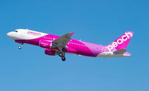 ピーチ・アビエーションは、深夜でも発着できる関西空港を拠点とする強みで欠航を減らしている
