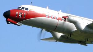離陸した航空自衛隊の飛行点検機YS11FC=2020年10月20日、航空自衛隊入間基地、瀬戸口翼撮影