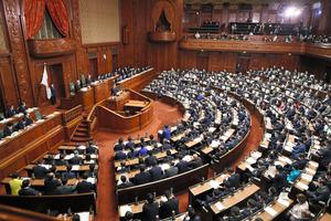 所信表明演説を行う菅義偉首相=2020年10月26日午後、国会内、飯塚悟撮影
