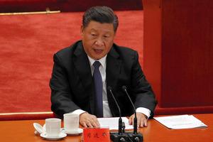 北京の人民大会堂で23日、朝鮮戦争参戦70年を記念する大会で演説する習近平国家主席=AP