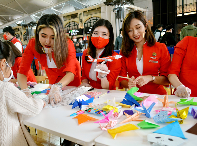 搭乗に感謝、合同で見送り エアアジアは「謝恩会」開く:朝日新聞デジタル