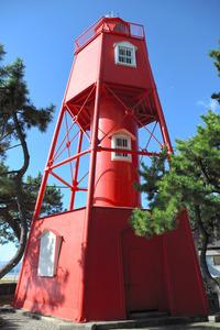 須磨海浜公園にある「旧和田岬灯台」=2020年11月9日、神戸市須磨区、西田有里撮影
