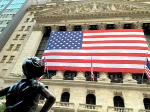 米ウォール街にあるニューヨーク証券取引所=江渕崇撮影