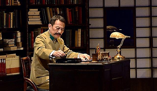 2014年に上演された「鴎外の怪談」=本間伸彦氏撮影、二兎社提供