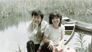 新婚当時の平野レミさん(右)と和田誠さん。このころ、レミさんは父に一編の詩を贈られた=レミックス提供