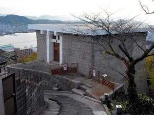 上部が撤去され、展望スペースに生まれ変わる「尾道城」跡=尾道市