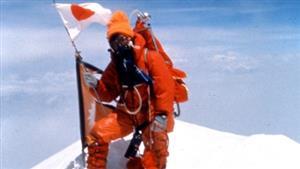 1975年5月16日、女性として初めてエベレストの頂上に立つ田部井淳子(タベイプランニング提供)
