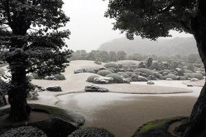 雪の枯山水庭=足立美術館提供