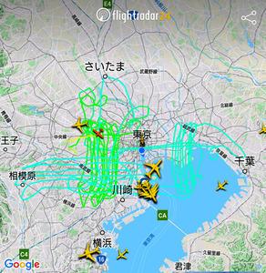 元日に東京都の上空を飛行する小型機の航跡=フライトレーダー24のアプリから