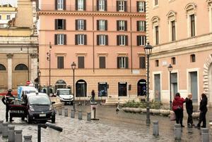 ロックダウンで人通りの減ったローマ中心部=2021年1月5日、河原田慎一撮影