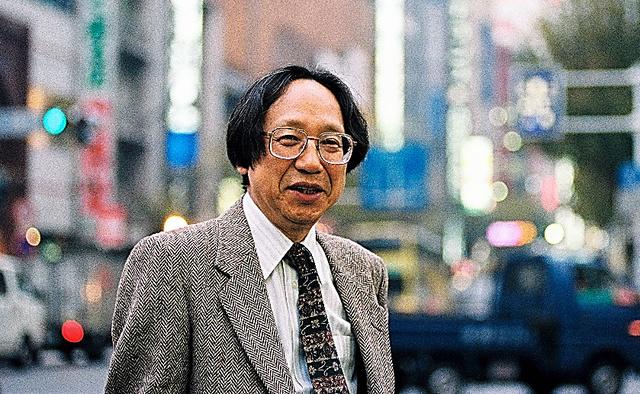 国際日本文化研究センター教授を務めていた60代半ば=1994年、東京・新宿