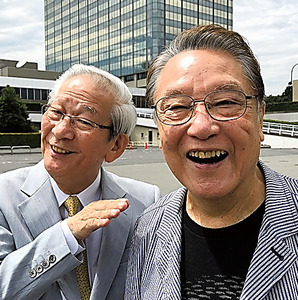 小松政夫(左)とNHKドラマ「植木等とのぼせもん」の収録で=2017年