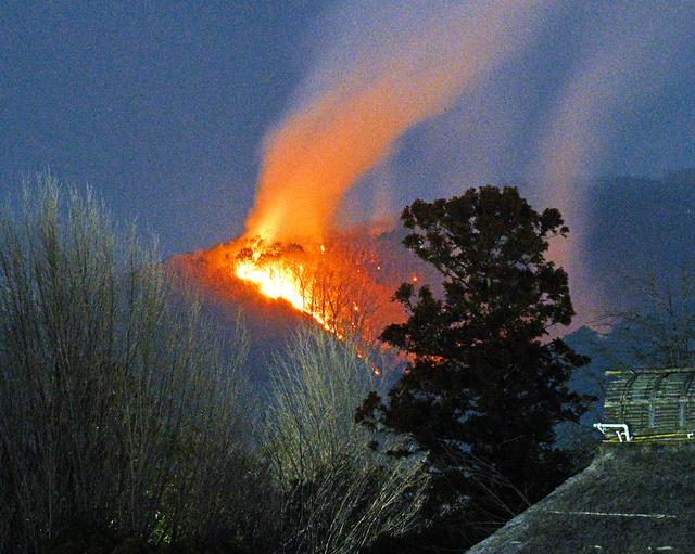 火事 足利 の 山 発生4日目、鎮火見通せず 足利の山林火災、新たに2地区105世帯に避難勧告|社会,地域の話題,県内主要|下野新聞「SOON」ニュース|下野新聞