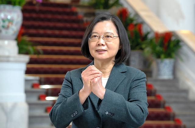 中華圏での春節(旧正月)を控え、新型コロナのワクチン接種計画などについてメッセージを出す台湾の蔡英文総統=2月10日、総統府提供