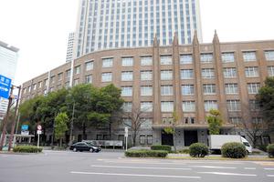 東京・虎ノ門の文化庁が入る建物=2020年12月19日