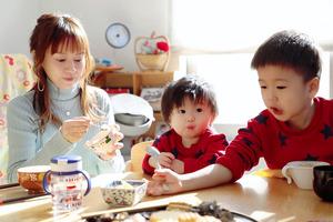 子どもたちの成長を支える食事を大切にしている=鈴木亜美さん提供