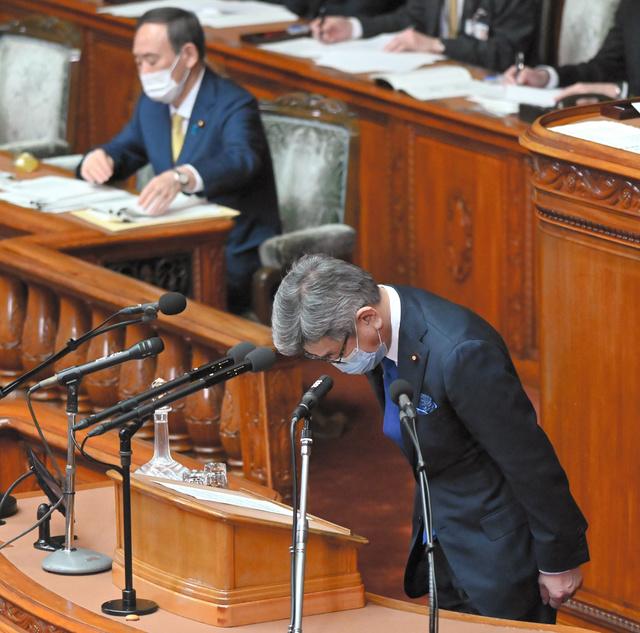 衆院本会議で総務省の不祥事について謝罪する武田良太総務相=2021年3月9日午後2時3分、恵原弘太郎撮影