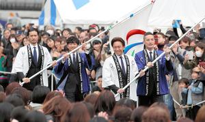 五輪の事前イベントに参加した「TOKIO」のメンバー=2019年3月30日午後、東京都千代田区、西岡臣撮影