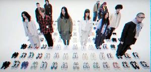 得意のスニーカーとモデルを並べて見せたメゾンミハラヤスヒロ=ブランドが制作した動画から