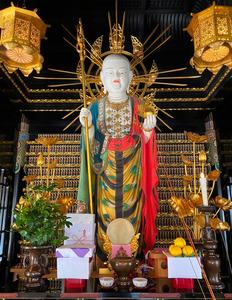 色彩豊かな地蔵菩薩立像=京都市左京区の寂光院、向井大輔撮影