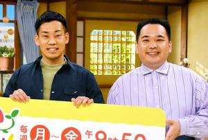 月曜レギュラーに加わったミルクボーイの内海崇(右)と駒場孝=2021年4月5日、大阪市北区扇町2丁目の関西テレビ