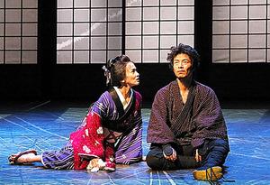 伊達暁(右)と陽月華=宮川舞子氏撮影