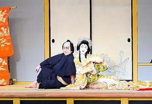 「桜姫東文章」の坂東玉三郎(右)と片岡仁左衛門(C)松竹