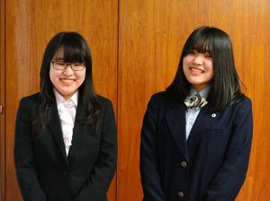 姉妹で女流棋士になった姉の山口仁子梨さん(左)と妹の稀良莉さん=2021年4月5日午後4時37分、岐阜県庁、松永佳伸撮影
