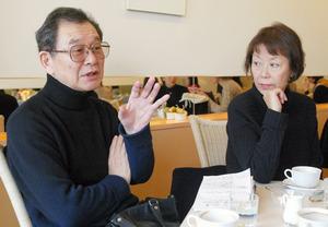 清水邦夫さんと松本典子さん=2006年