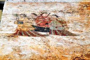「飛鳥美人」で知られる高松塚古墳の国宝壁画・西壁女子群像=2020年7月17日、奈良県明日香村、金居達朗撮影