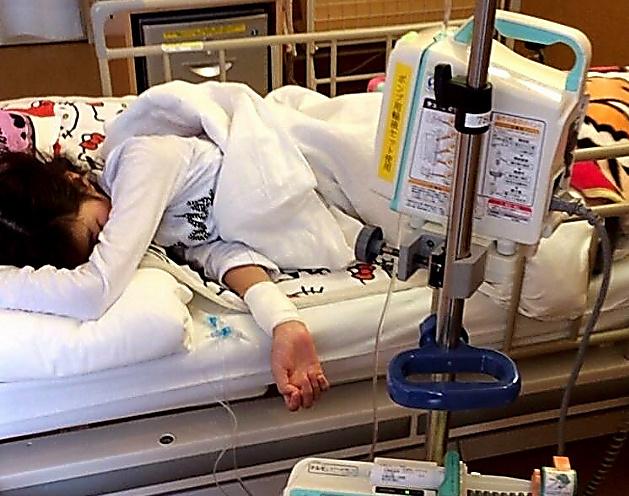 病院に入院したばかりの頃の海音さん=母の奈美さん提供