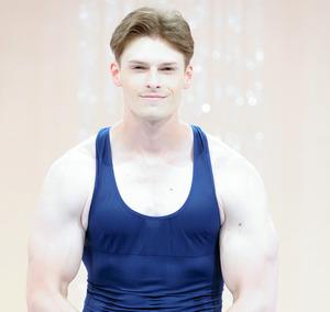 「みんなで筋肉体操」では、見事な上腕二頭筋を披露