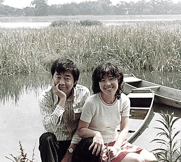 新婚のころ、二人で九州へ。「私は一緒に旅行やピクニックする夢を描いたけど、夫は絵を描くことが仕事になってた人だった(苦笑)」=本人提供