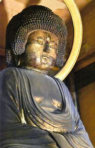 五劫思惟阿弥陀仏坐像=2021年4月14日、奈良市北御門町、米田千佐子撮影