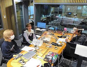 「ミューコミVR」の放送風景