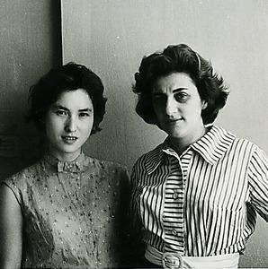 サンバ歌手だったルイジンニョの母(右)と角野さん=本人提供