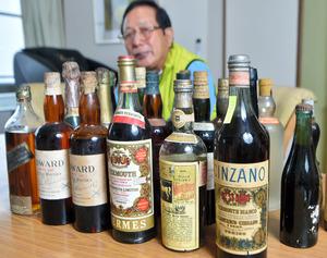 旧別荘から見つかった洋酒=2021年4月17日、岐阜県瑞浪市大湫町、戸村登撮影
