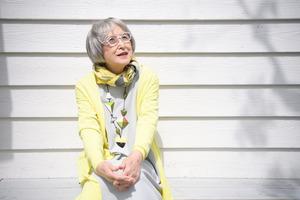 書くことに出会って50年が過ぎた。毎日ほぼ決まった時間に机に向かい、書き続けている=神奈川県鎌倉市、伊藤進之介撮影