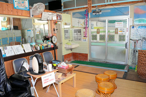 池澤湯の男湯の脱衣所=2021年2月23日、三重県伊賀市上野愛宕町