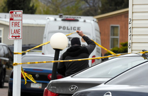 米コロラド州で9日、銃撃事件があった現場付近=AP
