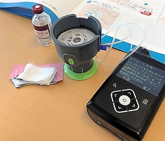 連載で紹介した谷川史奈子さんが使っているインスリンポンプの機器=本人提供