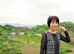 石垣島で暮らしていた時の俵万智さん=2016年撮影