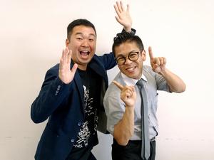 桂米紫(右)と桂弥太郎。「上方落語は派手。配信に向いていると思います」=2021年6月10日、大阪市北区