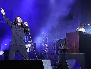 R-指定(左)とDJ松永