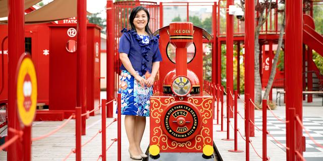 著名なデザイナー水戸岡鋭治氏が監修した「としまキッズパーク」で。障害のある子どもも遊べる「インクルーシブ公園」の重要性を議会で訴え、要素が取り込まれた=東京都豊島区