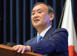 記者会見する菅義偉首相=2021年6月17日午後7時5分、首相官邸、代表撮影