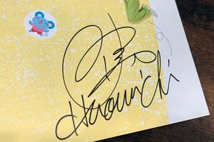 佐藤弘道さんに書いてもらったサイン=エムコさん提供